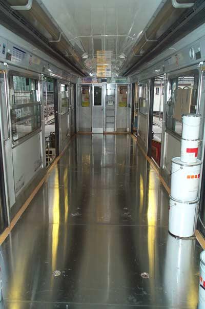 Vagón de tren con paneles de aluminio en el suelo hechos por Alfipa.